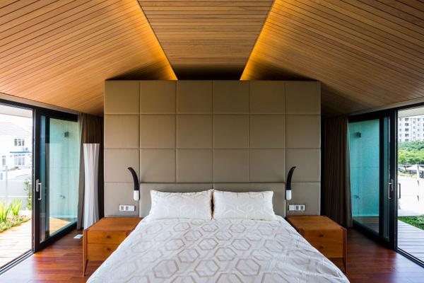 Phòng khách thiết kế đơn giản, hiện đại với mặt thoáng.