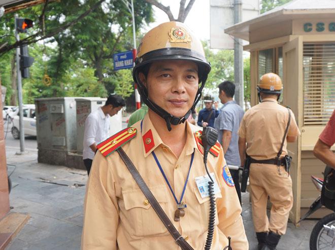 Thiếu tá Nguyễn Văn Lâm đội trưởng đội 1 phòng Cảnh sát giao thông, Công an Hà Nội. Ảnh: Nguyễn Bình