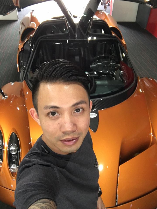 Chân dung đại gia Minh Nhựa bên cạnh chiếc siêu xe. Ảnh: facebook