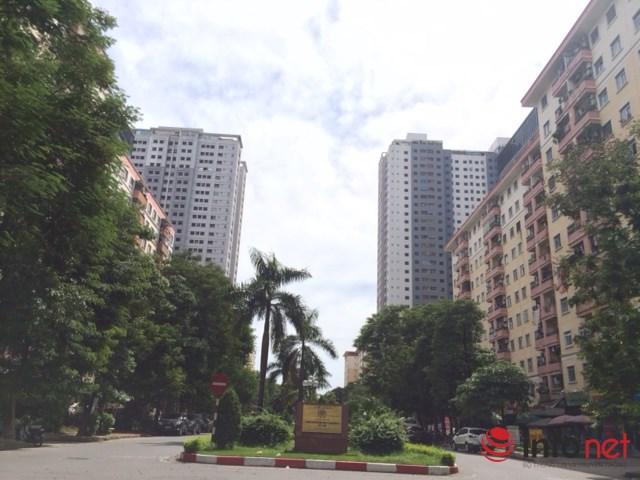 Có những diện tích đất để xây dựng văn phòng cũng được chuyển đổi sang xây nhà để bán tại khu vực bán đảo Linh Đàm. Ảnh: Minh Thư