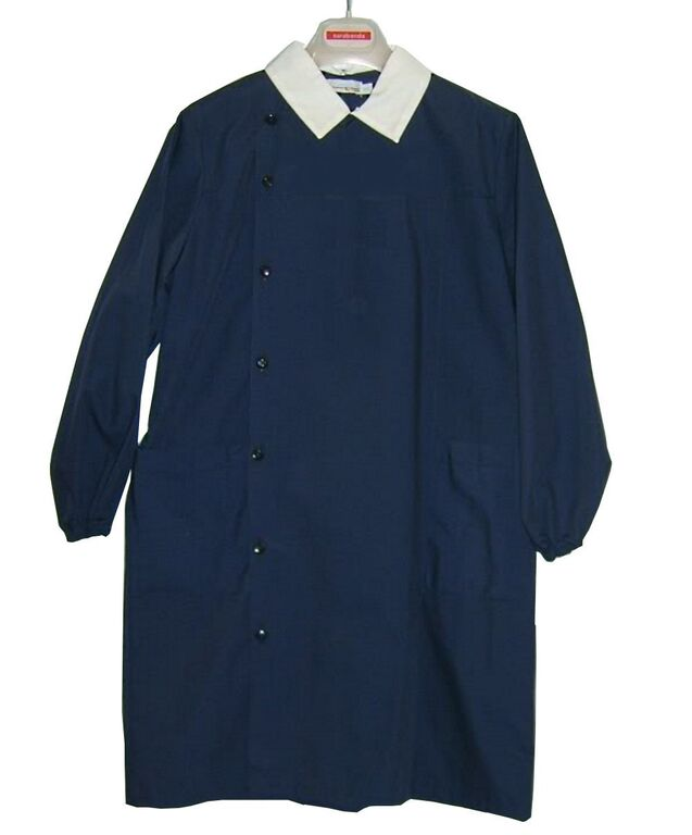 Chiếc áo đồng phục truyền thống work smock của trẻ em Ý.