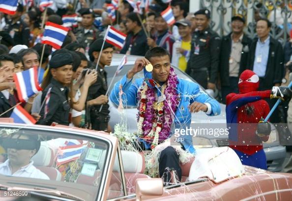 VĐV xuất sắc nhất trong lịch sử Thái Lan tại sân chơi Olympic, võ sĩ quyền Anh Manus Boonjumnong.