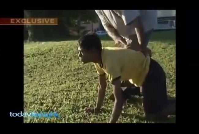 Sujit Kumar với cách hành xử hệt như một con gà.