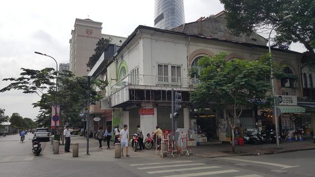 Khu đất nằm ngay ngã ba Nguyễn Huệ - Huỳnh Thúc Kháng, vị trí vô cùng đắc địa còn lại ở trung tâm thành phố
