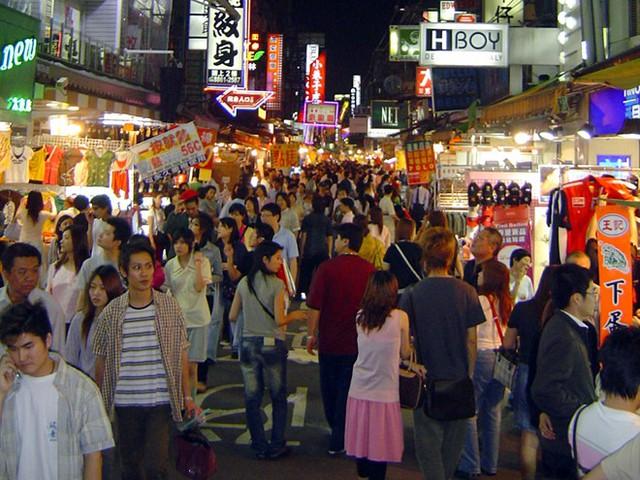 8. Chợ đêm Shilin, Taipei, Đài Loan: Đây là chợ đêm lớn nhất và nổi tiếng nhất thành phố Taipei với gần 600 gian hàng, thu hút một lượng lớn khách du lịch.
