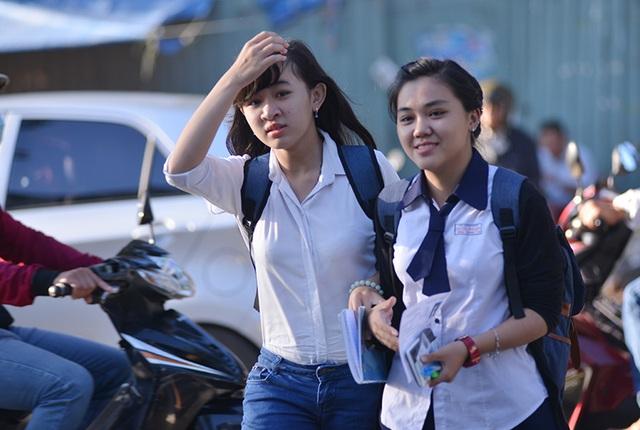 Thí sinh tham dự kỳ thi THPT quốc gia 2016. (Ảnh: Đinh Tuấn)
