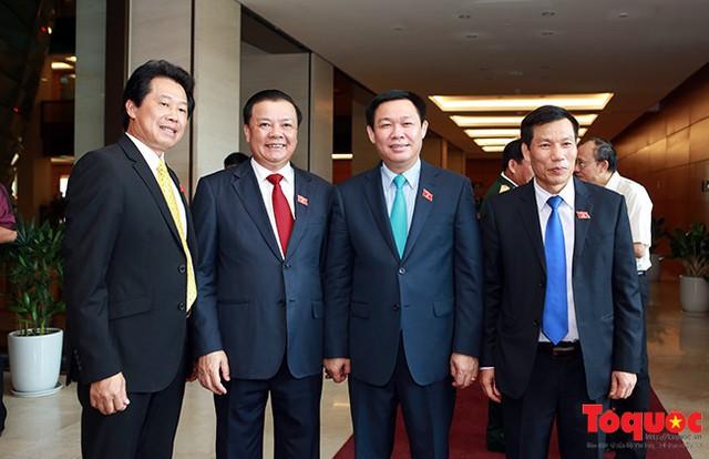 Ủy viên Bộ Chính trị, Phó Thủ tướng Vương Đình Huệ cùng các Bộ trưởng: Bộ Văn hóa, Thể thao và Du lịch Nguyễn Ngọc Thiện, Bộ trưởng Bộ Tài chính Đinh Tiến Dũng