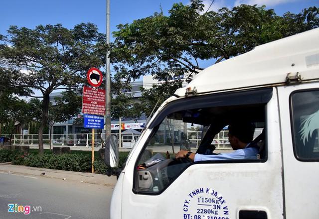 Hàng loạt biển báo giao thông bất hợp lý ở Sài Gòn 41