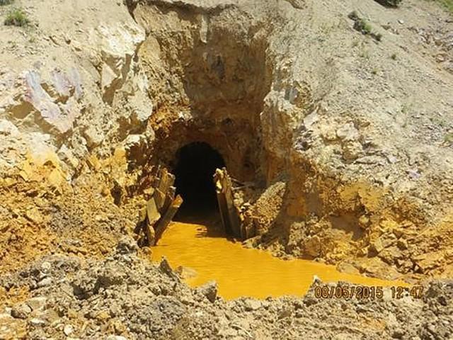Hồ nước thải từ mỏ vàng ở Colorado chảy xuống hạ lưu New Mexico. (Nguồn: Techinsider)