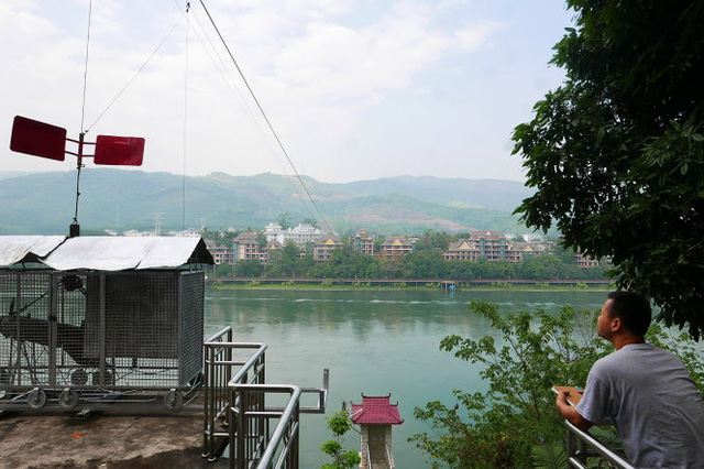 Một thiết bị quan trắc nước tại trạm thủy văn Cảnh Hồng - Ảnh: Q.Trung