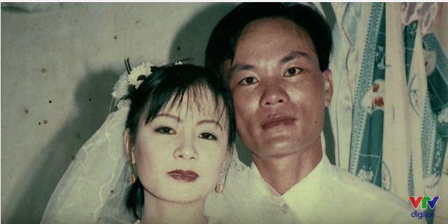 Không lâu sau đó, bố em qua đời và vừa tròn một năm sau, mẹ Kiều Anh cũng ra đi vì HIV/AIDS.