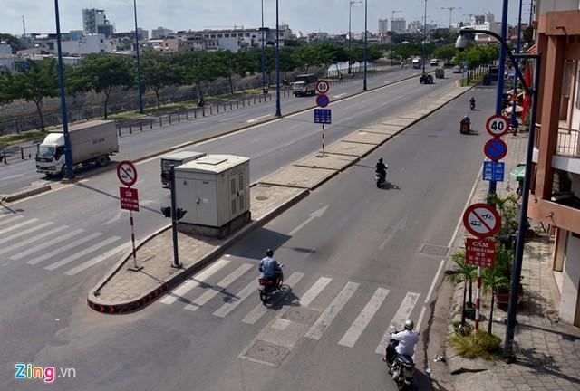 Hàng loạt biển báo giao thông bất hợp lý ở Sài Gòn 32