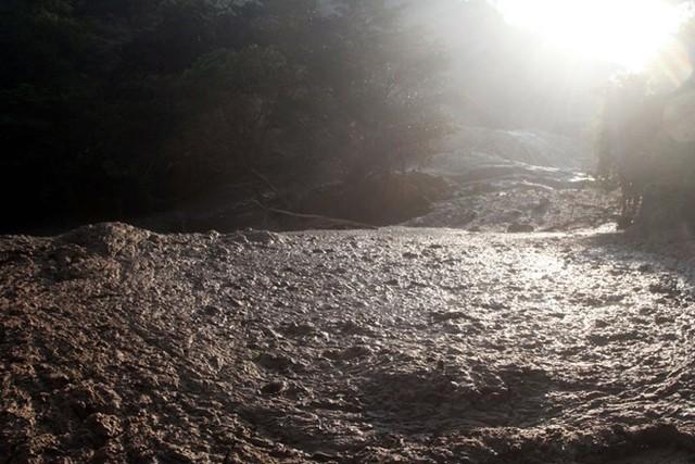 Nước sông bị ô nhiễm do những mỏ khai thác vàng bạc ở Concordia. Khoảng 10.800 tấn chất thải độc hại đã tràn ra sông Baluarte. (Nguồn: Techinsider)