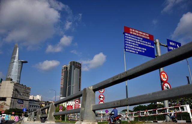 Hàng loạt biển báo giao thông bất hợp lý ở Sài Gòn 37