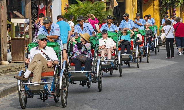 Cách làm du lịch của Việt Nam trước giờ không thay đổi. Ảnh: The Guardian.