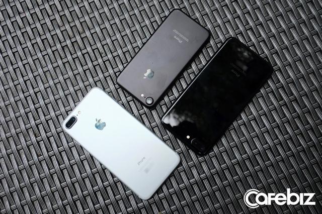 Hai chiếc iPhone 7 Plus và iPhone 7.