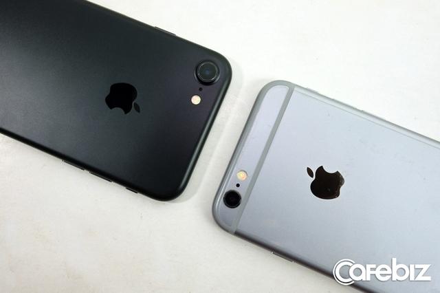 Camera trên iPhone 7 có kích thước lớn hơn, nhưng bớt cảm giác lồi, do Apple đã làm vát phần viền quanh cụm máy ảnh