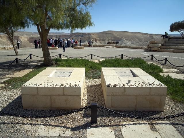 Mộ của vợ chồng ông Ben Gurion tại Israel