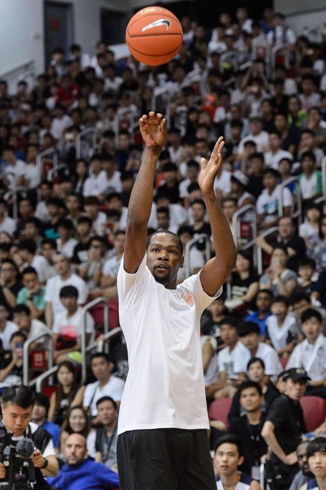 Siêu sao bóng rổ của giải NBA Kevin Durant tại một sự kiện quảng bá tại Hồng Kông tháng 7/2016