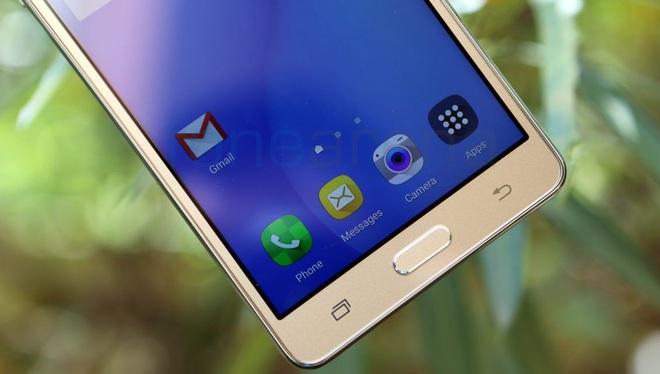 Nút Home và các phím điều khiển cảm ứng mang nét đặc trưng của Samsung.