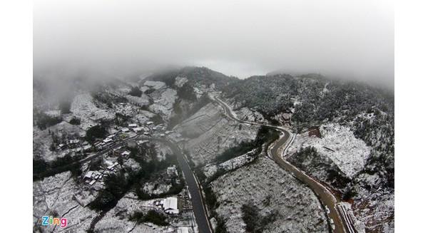 Toàn cảnh tuyết phủ trắng Sa Pa nhìn từ flycam