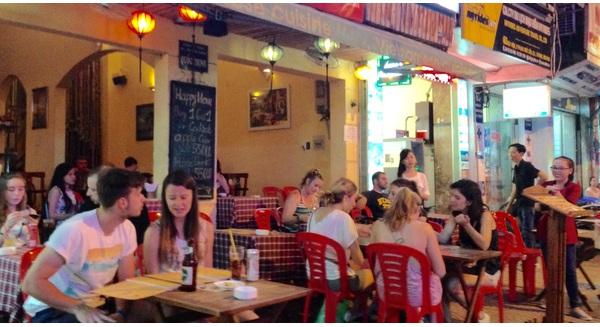 Vì sao phố Tây Bùi Viện ở Sài Gòn hút khách đến vậy?
