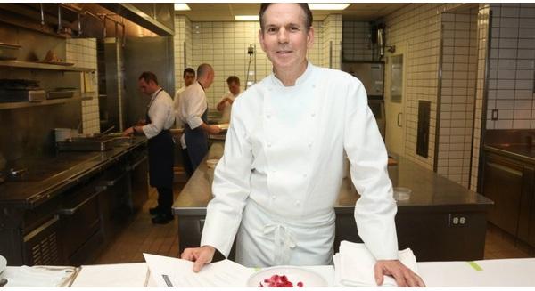 Nếu có thể làm việc giống anh chàng đầu bếp này, bạn chắc chắn sẽ thành công!