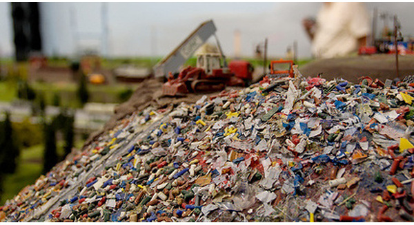 Trong khi Việt Nam đau đầu vì rác không có chỗ chôn, quốc gia này đang phải nhập khẩu rác về dùng