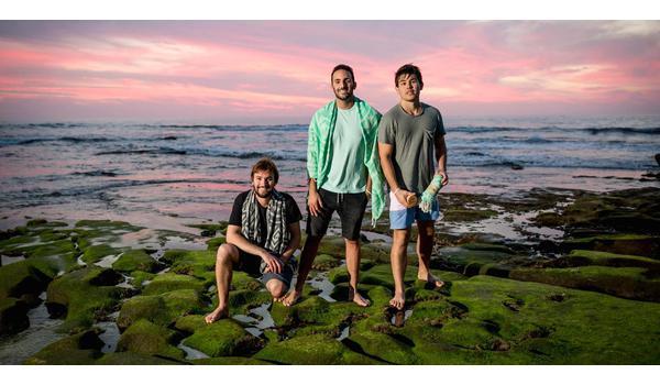 3 chàng trai bỏ việc lập nên đế chế khăn tắm triệu đô
