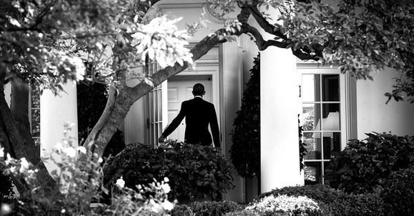 Những day dứt khiến ông Obama vẫn không thể mỉm cười tươi khi rời Nhà Trắng