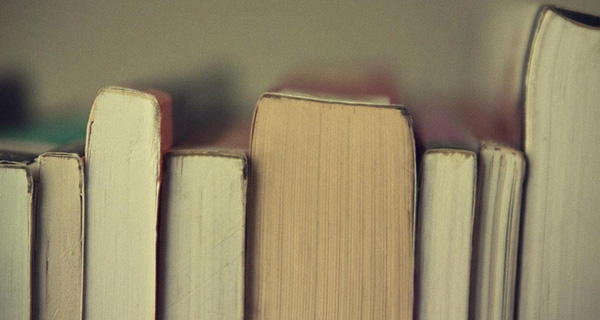 Ngưng lười biếng mà hãy cầm sách lên đọc đi vì nó mang lại cho bạn rất nhiều lợi ích