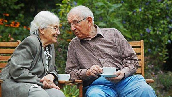 Đàn ông lấy vợ thông minh sống lâu hơn