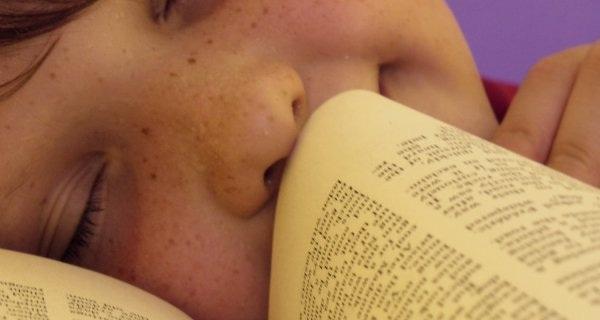 Sách cũ không chỉ để đọc mà còn để ... ngửi