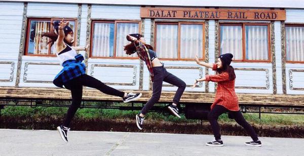 """Cần gì người yêu, cứ đi du lịch với """"hội chị em"""" như 3 cô bạn này là đủ vui lắm rồi!"""