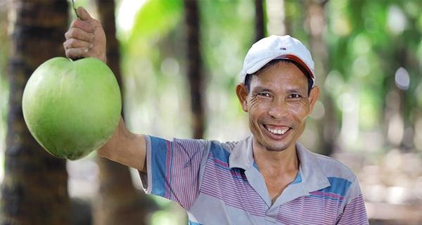 Đem nước dừa đi đóng hộp, một công ty đã nâng giá trị nước dừa tươi lên 300 lần, xuất khẩu hơn 40 nước, giải bài toán đầu ra cho hàng nghìn nông dân Bến Tre