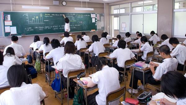 Tại sao sinh viên Nhật im lặng trong giờ tiếng Anh?