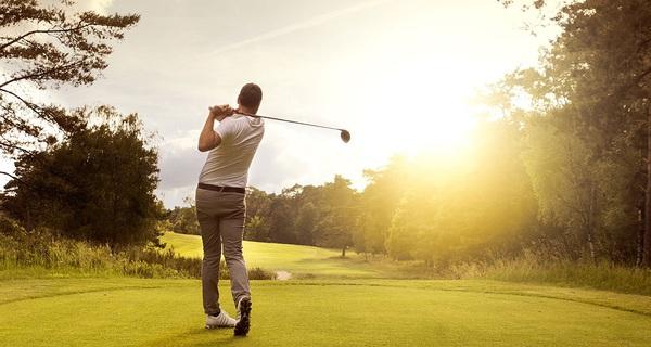 TS Nguyễn Mạnh Hùng lý giải tại sao startup thường chơi bóng đá, còn doanh nhân thành đạt lại thích chơi golf