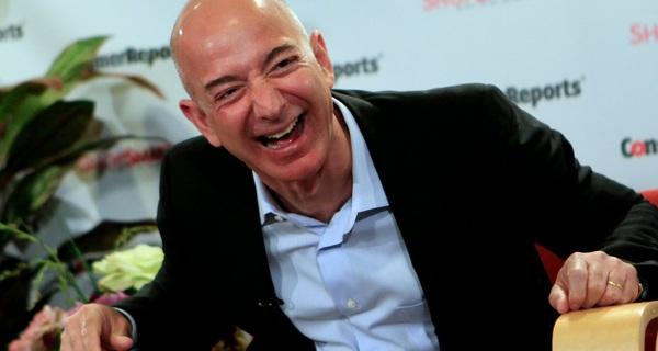 Nhìn lại chặng đường lên ngôi tỷ phú số 1 thế giới của Jeff Bezos: Kẻ nghiệp dư sở hữu bộ óc thiên tài, âm thầm 'bán giấc mơ' suốt 20 năm