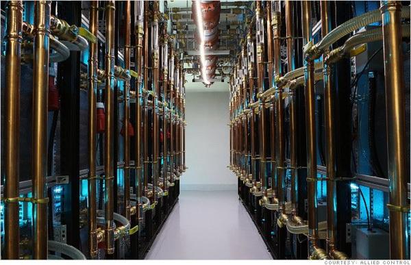 """Cùng là đào Bitcoin bằng chip chuyên biệt tại Trung Quốc, hãy xem sự khác biệt giữa một """"mỏ tiền ảo"""" ở Đại Lục so với ở Hongkong"""