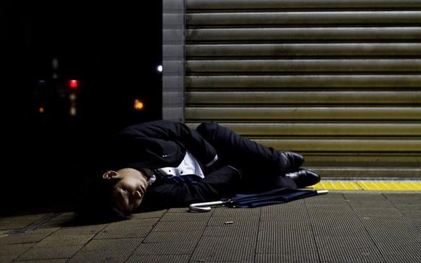 Cuộc sống bi thảm của những doanh nhân Nhật Bản: làm việc như robot, thờ ơ với sex và chuyện tình cảm