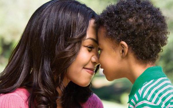 """Để trẻ khóc to mỗi ngày một lần: Mẹ Nhật dạy """"cách lạ"""" trong việc nuôi con!"""