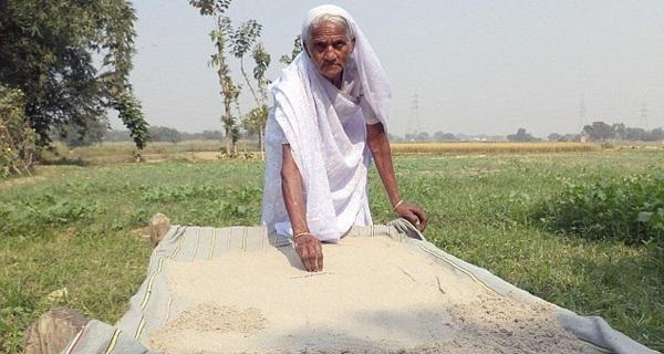 Kỳ lạ cụ bà 78 tuổi khỏe như thanh niên nhờ ăn 2kg cát mỗi ngày