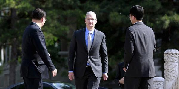 Phát súng đầu tiên đã nổ, mở ra cuộc chiến giữa Apple và gã khổng lồ lớn nhất tại Trung Quốc