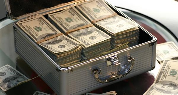 Thẻ tín dụng ngày càng phổ biến cùng với sự nổi lên của các đồng tiền ảo, tương lai nào đang chờ đón tiền mặt?