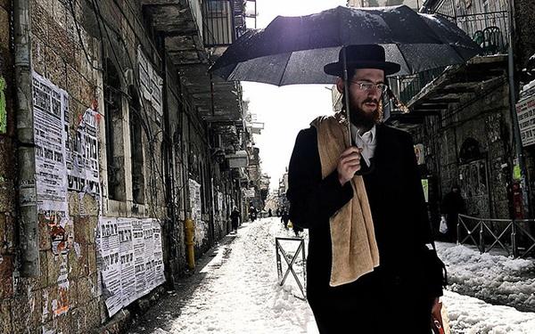 """""""Khi cháy nhà chúng ta nên mang theo gì?"""" và câu trả lời của người Do Thái mà nhiều người nên học tập"""