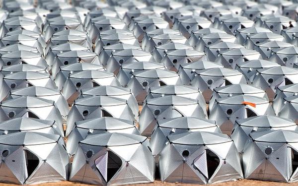 Chàng trai thiết kế lều trên sa mạc, chấp hết thời tiết nóng bức hay lạnh giá, dễ mang & dễ dựng, trở thành doanh nghiệp tỷ đô