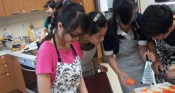 """Du học sinh Việt tại Hàn bóc mác """"xa hoa, sang chảnh"""", tiết lộ chuyện quay cuồng rửa bát xoay tiền đóng học"""