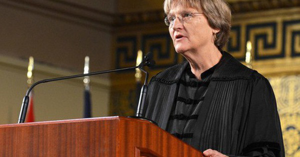 """Nữ hiệu trưởng Đại học Harvard – người phụ nữ """"nổi loạn"""" tài năng"""