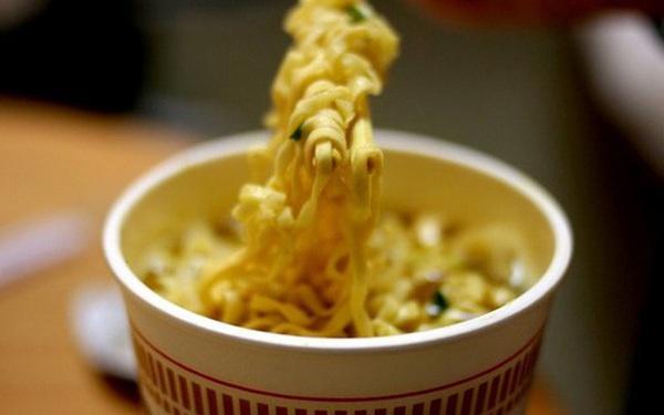 Ăn thì nhiều nhưng chẳng ai ngờ quy trình làm ra mỳ ăn liền lại phức tạp đến thế này