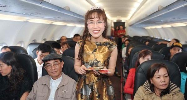 #Why: Vì sao buộc khách phải bỏ tiền mua đồ ăn nhưng bà Phương Thảo vẫn khiến ngày càng nhiều người chọn Vietjet để bay?
